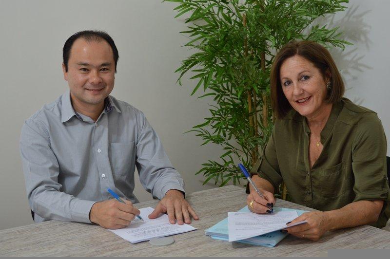 O superintendente do IPMI Eduardo Yamaya e Eliana Gehring
