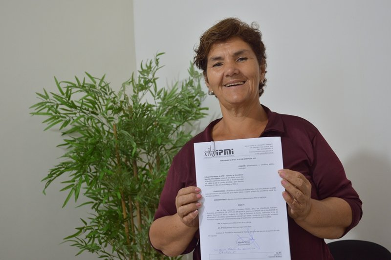 A ex-servente Maria Alice se aposenta no IPMI