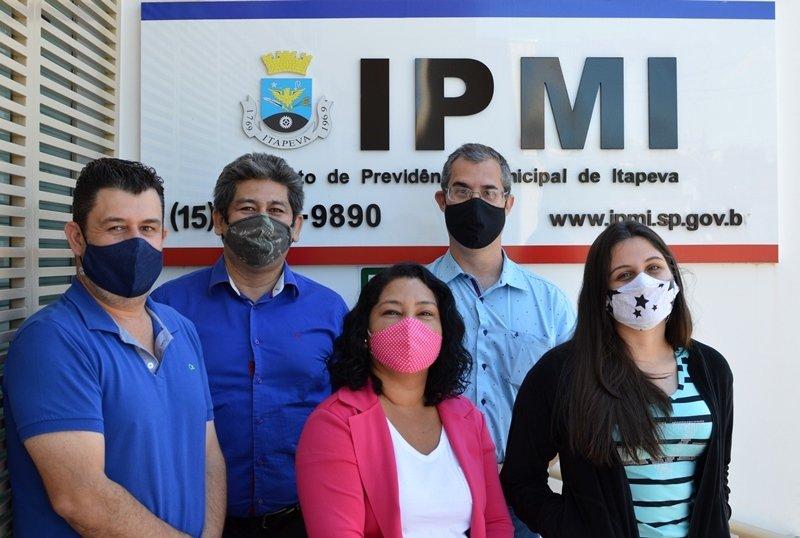 Fabrício, Edgar, Renata, Lucas e Amanda compõem a equipe de trabalho do IPMI